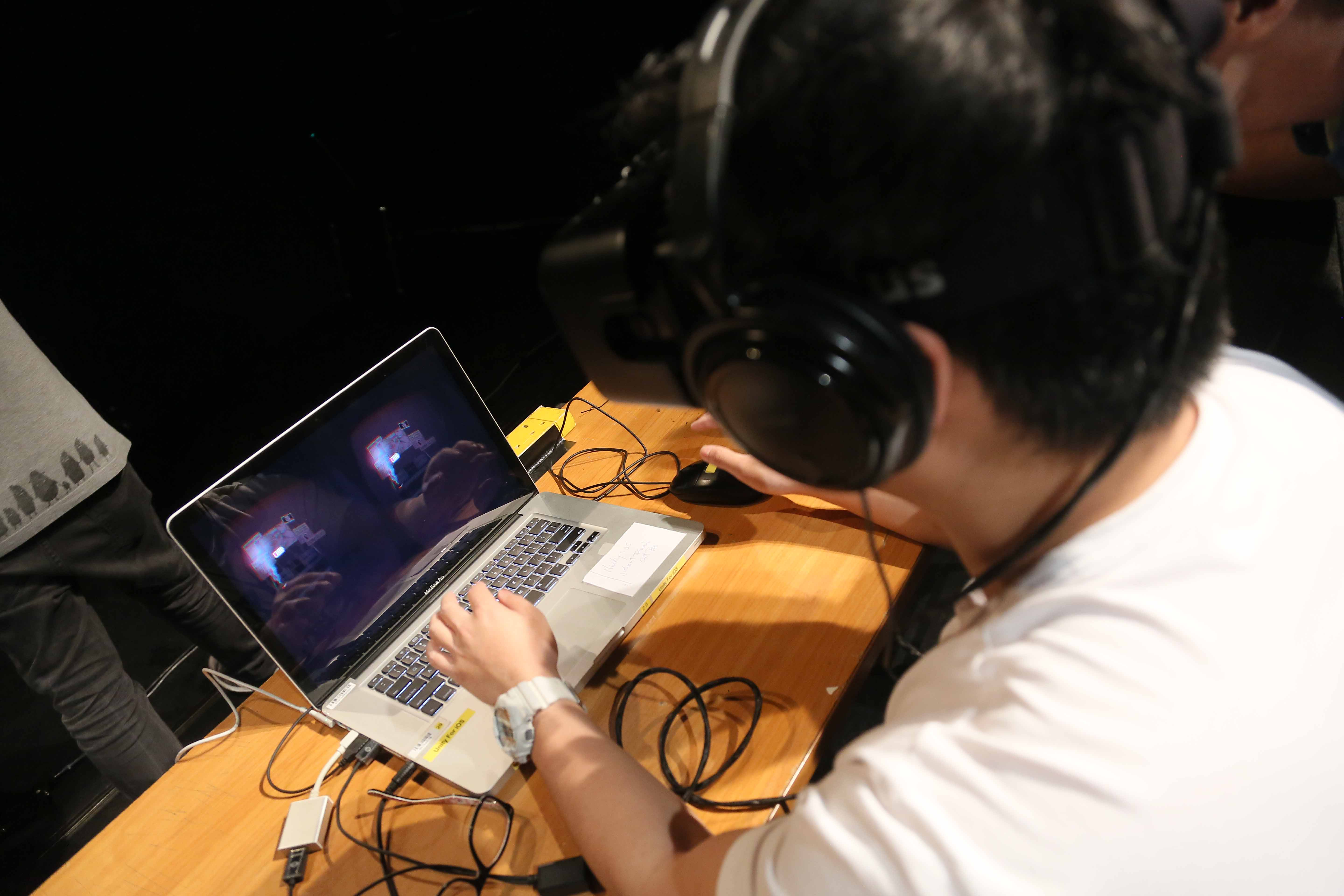 One of the participants was exploring the virtual reality game with Oculus Rift and headphone.